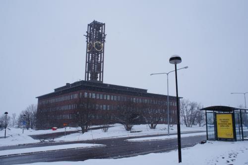 市庁舎(Stadshuset)とヤルマル・ルンドボーム通り(Hjalmar Lundbohmsvägen)