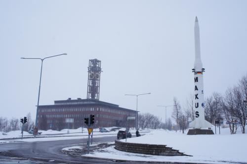 市庁舎(Stadshuset)とヤルマル・ルンドボーム通り(Hjalmar Lundbohmsvägen)<br />エスレンジ(Esrange)は、キルナ近郊に位置するマクサス(Maxus)というロケットの発射場です。