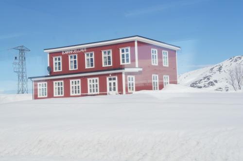 ビョルン山駅(Bjoernfjell)と名前通り(Unnamed Rd)
