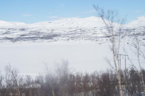 トーネ湖(Torneträsk)<br />バッシヤーレ駅(Vassijaure station)〜ビョークリデン駅(Björkliden station)間