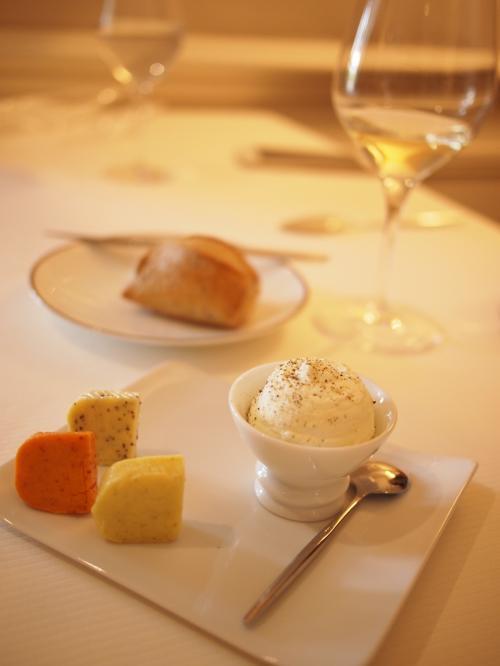 バターも 3種類以上で フランス人のワイン委託会社の彼女も<br />ここのバターおいしくて ついつい食べ過ぎるよーーって<br />言ってたけ!<br />おいしいから 同じく 食べ過ぎてる。。笑