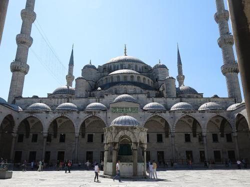 ブルーモスク2  (Gamiiはモスクの意)<br /><br /> ダマスカスのウマイヤドモスクとどちらが大きいでしょうか?<br /><br /> ※シリヤ http://4travel.jp/travelogue/10552284