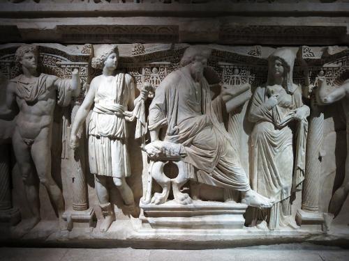 考古学博物館・古代東方博物館   <br /><br /> トプカプ宮殿とアヤソフィアの間にある。 アレキサンダー大王の像や石棺などあるはずだが工事中のため不明