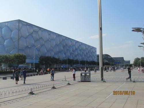 国家遊泳中心「水立方」の隣にも建物が並ぶ。