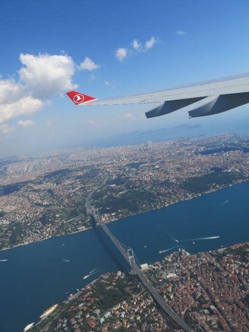 ボスポラス海峡と大橋が見えてきました。<br />TKの場合、ロシア側から南下し、黒海を超えてイスタンブールに入ります。<br />前方がアジアンサイドです。