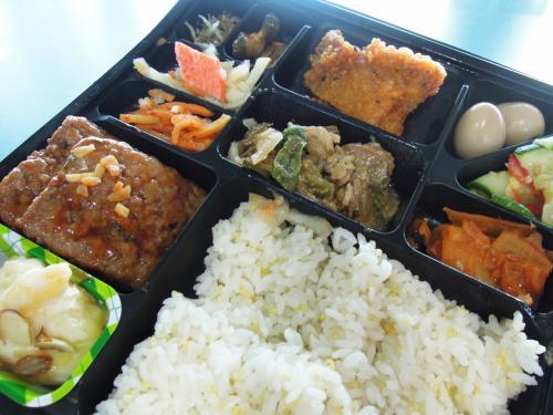 セブンの弁当でも<br />食べよう<br />韓国独特の味付けです。