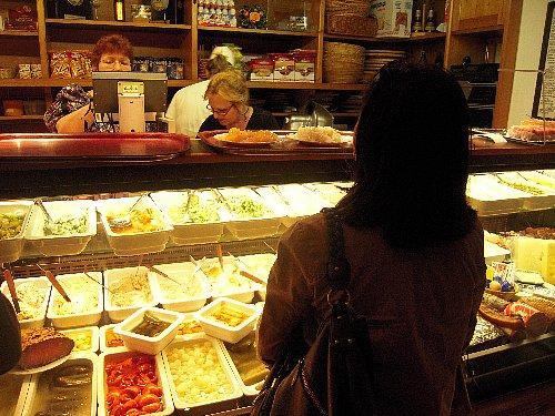 ポテトサラダが美味しかった<br /><br />食事はセルフサービスで自分の好きな物を選んで注文します。