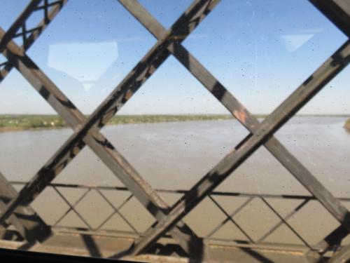 2015・4・14(火)<br />TGVからの眺め<br />ナントからガロンヌ川を渡る