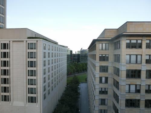 それでも9階(実質10階)という高層階の部屋からの眺め(写真)は悪くはない。結構解放感がある。