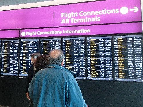 ヒースロー空港到着。乗換えのターミナルと搭乗口を確認