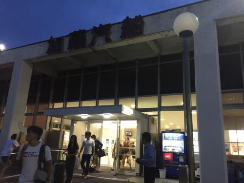 ジャンボフェリー神戸港からの深夜便で、高松に到着。<br />お盆だったため、通常よりもフェリーの利用客が多いようでした。<br />フェリー内は、冷房が効きすぎているため、上着の持参を強くおすすめします!<br /><br />○神戸ーうどん県ジャンボフェリー<br />http://www.ferry.co.jp/