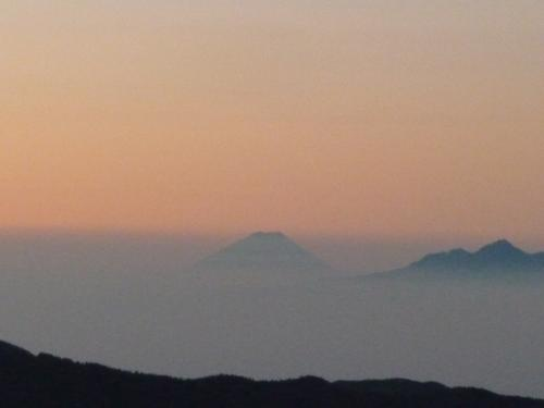 富士山 <br /><br />南アルプスも見えます
