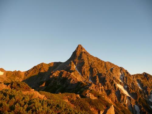 光によって山の色も変化してきれいです。