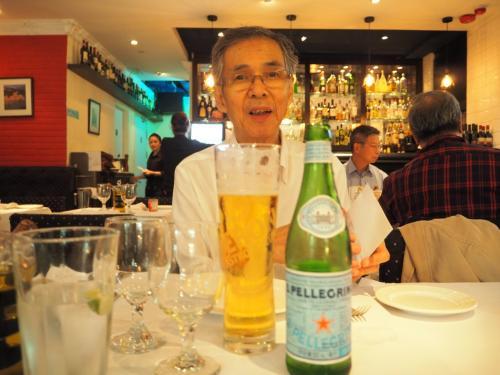 一人で飛行機に乗って香港へ・・・・<br />父ちゃん、私達と合流できて、嬉しそうです(*^^)v