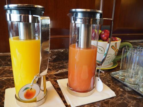 このオレンジジュースが美味しいんだわぁ〜