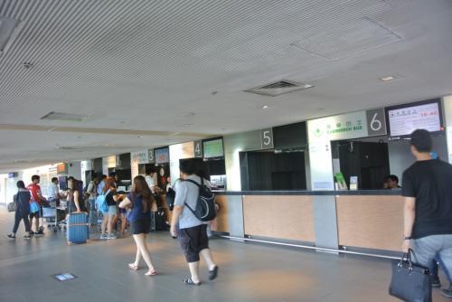 空港で両替。<br /><br /><br />いつもの国光でバスチケット購入