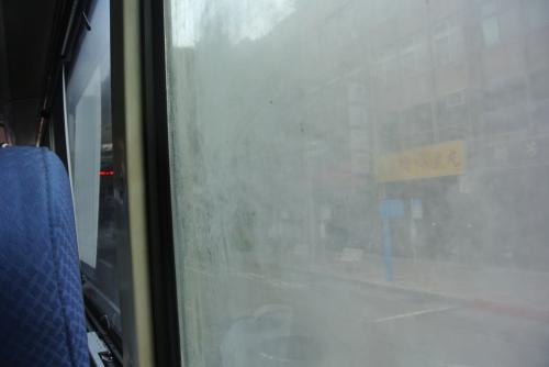 キャッキャゆうて街の写真とりたいときに窓キタナ!<br /><br />全然みえません。