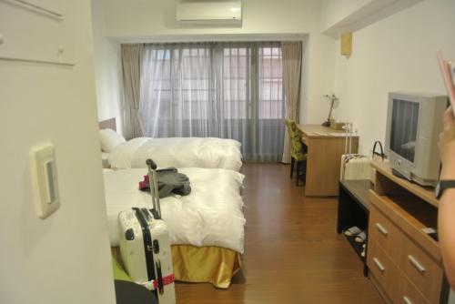 広いいいお部屋〜<br /><br />いいホテルでもこの広さはあんまりないもんね。<br />洗濯も有料でしてくれるので長期滞在もOKです。