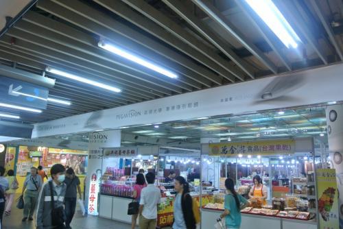 地下街〜<br /><br />台北きたってかんじ!<br />ちょこっと髪どめのピンなど買いつつ、MRTへ。