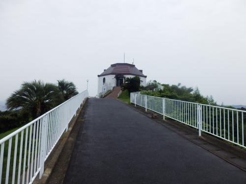 呼子大橋を眺めるために近くの展望台へいきました。晴れてるときれいなんだろうなあ。