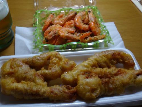 ユニオンで買って来たエビ唐揚げとイカゲソ天ぷら。なかなかうまいです(^ ^)