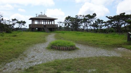 こちらは少し手前にある、第1展望台。<br />正面は東向きになり、安護の浦から座間味島の東の端まで、その先に渡嘉敷島が見えます。