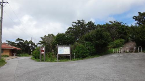高月山展望台の入口。<br />駐車場があり、ここまで車で来られます。トイレもあるので便利。