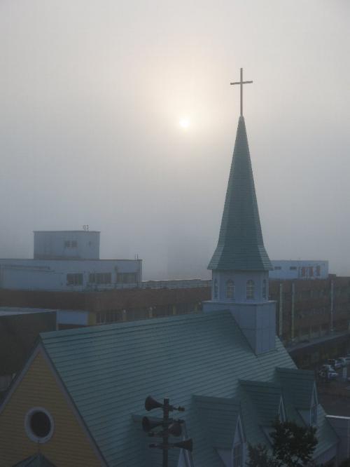 釧路市内の朝<br /><br /> 霧の多い街です。 道東自体霧の多い地域なのです。<br />霧は湿原の存在自体にも大きな影響を与えています。