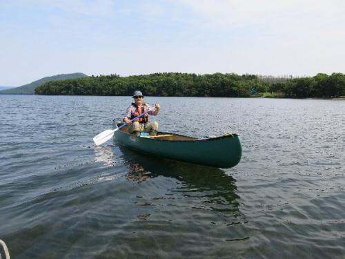 屈斜路湖からカヌーで乗り出します。<br /><br /> この湖は日本最大のカルデラ湖であり、かつ釧路川の源流です。 火山ですから周りにはたくさんの温泉があります。 なおカヌーは塘路湖から湿原域を下るコースもあります。