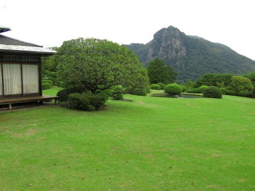 ここは狩野川の高台にあり、富士山が正面に見えるたいへん眺めのいいホテル。 大仁の金山から湧き出る温泉は身体ポカポカ、なかなかの湯です。 今回はのんびり、ゆっくり静養できた旅でした。(別邸より)<br /><br /> ※前回伊豆 http://4travel.jp/travelogue/10822204<br /><br /> 今月末から湯布院・別府・宇佐神宮に向かいます。<br />台風なんぞ来ませんように!卑弥呼さま