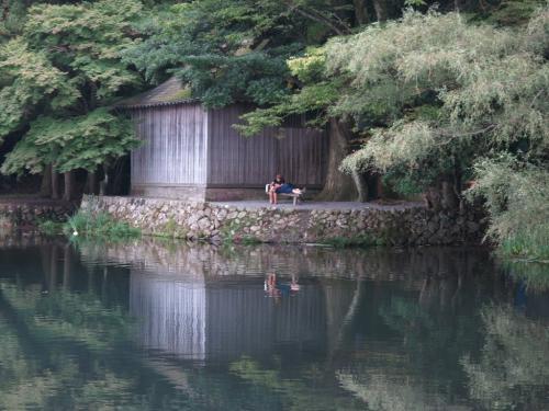 湯布院、金鱗湖<br /><br /> 地下からの湧水と山水と温泉が混じりあった小湖