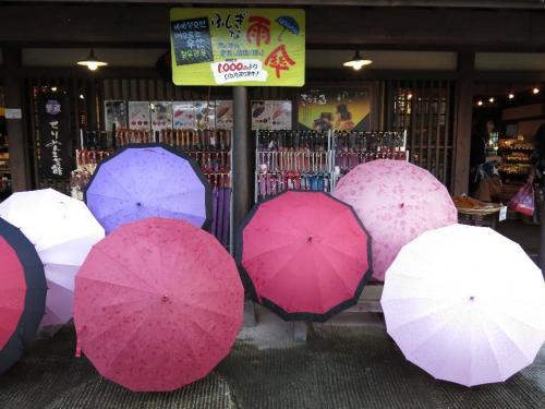 湯布院 傘や<br /><br /> この写真でわかることは、現在雨が降ってないということ