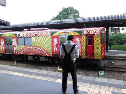JR湯布院駅<br /><br /> カラフルな列車だこと
