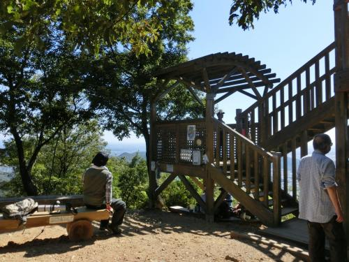 長良川を見下ろす方に、展望台が造られている。