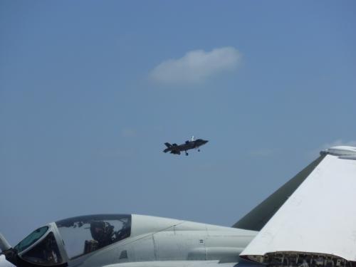 今回のミラマーのメインはF-35のデモフライト。