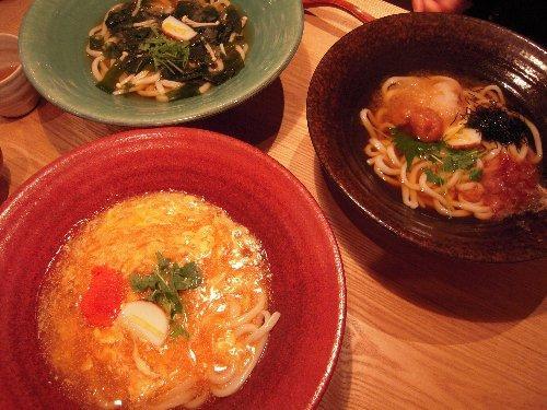 夏木マリさん経営のうどん屋(つるとんたん)で夕食。麺の量は無料で1.5倍になるんです。