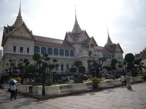 王宮<br /><br />王宮は今の王様は住んではおらず、迎賓館的な使われ方をされているようです。