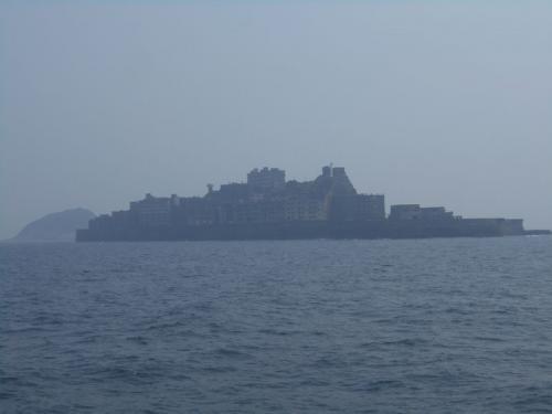 15年程前にもやまさ海運の軍艦島クルーズに参加した事がありますが、当時は上陸が認められていませんでした。