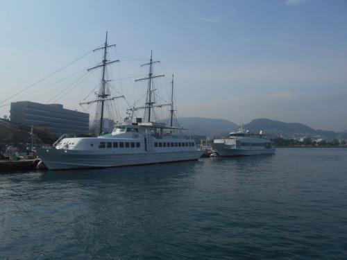出島にほど近い場所にある長崎港にやってきました。