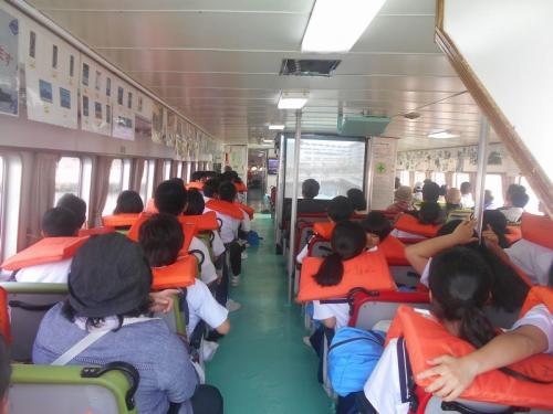 修学旅行生も大勢乗船していました。