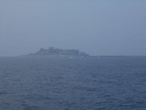 軍艦島が見えてきました。