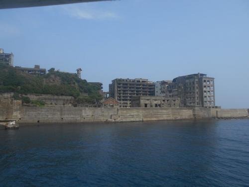 軍艦島こと端島(はしま)は、かつて炭鉱の島として栄えていた場所です。