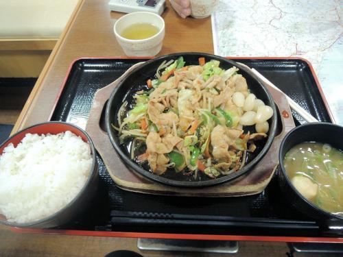 多賀サービスエリアで昼食。