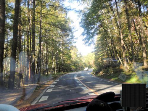 ペンションをチェックアウトして、フレンチブルーミーティングの会場である車山高原へと向かう。