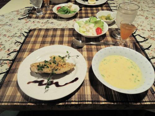 そして、この日は原村のペンションに宿泊した。こちらは、ペンションの夕食である。