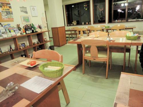 宿泊したペンションは、幼稚園をイメージするような造りだった。食堂も幼稚園のイメージである。