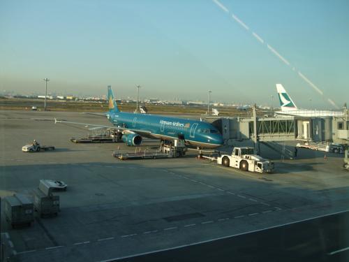 羽田発のベトナム航空でハノイまで。<br />13年前に訪問したホーチミンに続いてベトナム二都市目。<br />航空券とホテルと送迎がセットになった激安ツアーを利用。
