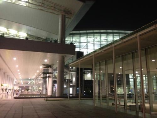 ノイバイ空港は、近代的空港でびっくり。<br />送迎付きなので、空港での白タクとの攻防戦もなし。<br />
