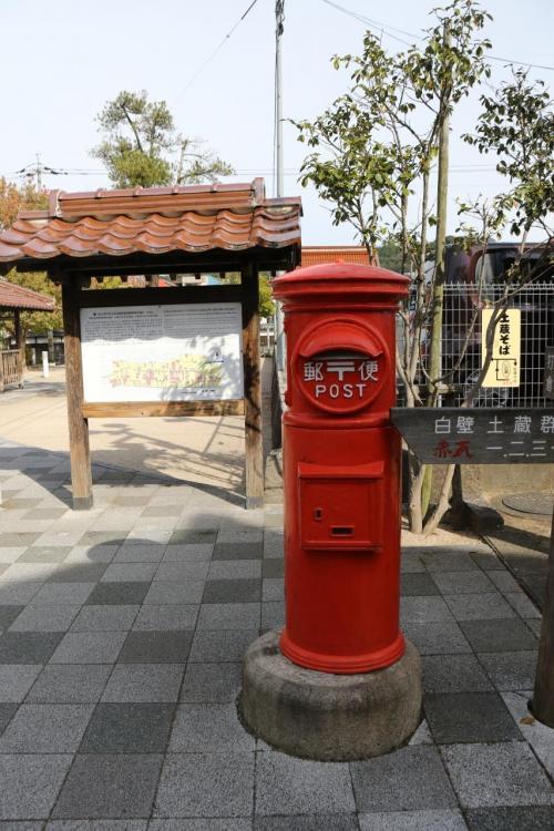 郵便ポストも昔ながらのタイプが使われていました。<br /><br />さて、裁判所脇の駐車場に戻って次の目的地にカーナビををセットします。<br />カーナビは便利ですなぁ