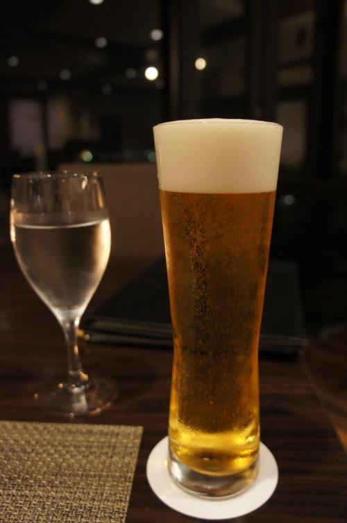 ラストオーダーギリギリに入店。<br />まずはオリオンビール!沁みこみます…<br />移動の疲れも吹っ飛ぶ〜♪